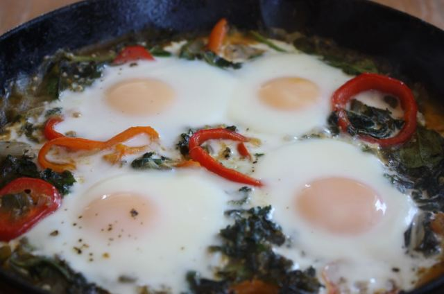 green shakshuka egg cast iron_3