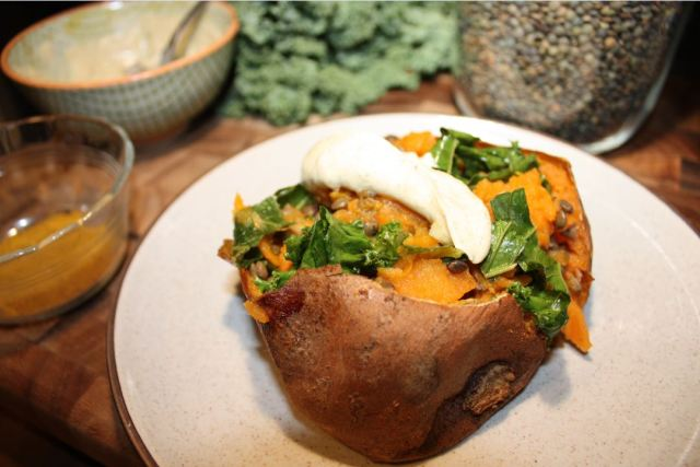 baked sweet potatoes stuffed with curried kale mushrooms and lentils_4