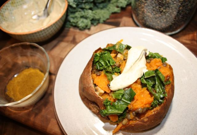 baked sweet potatoes stuffed with curried kale mushrooms and lentils_5