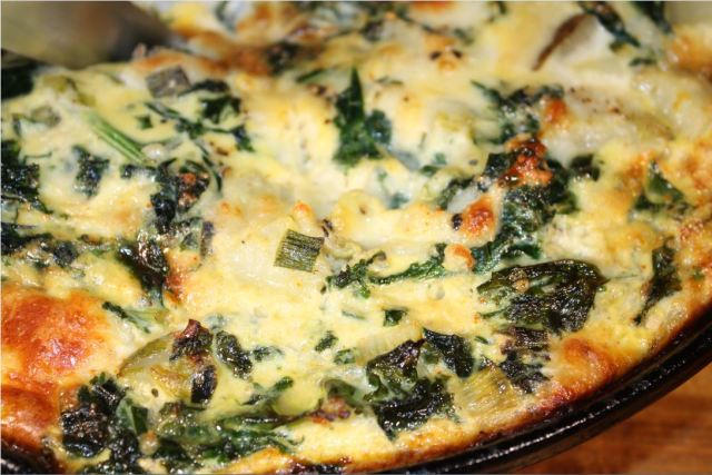 kale potato onion frittata_2.JPG