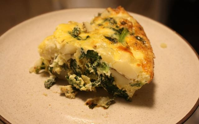 kale potato onion frittata_3.JPG